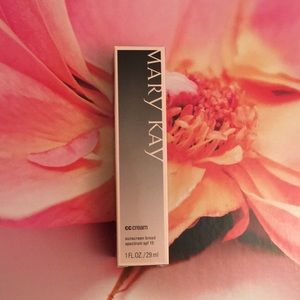 Mary Kay CC Cream Sunscreen (Shade: Light to Med.)